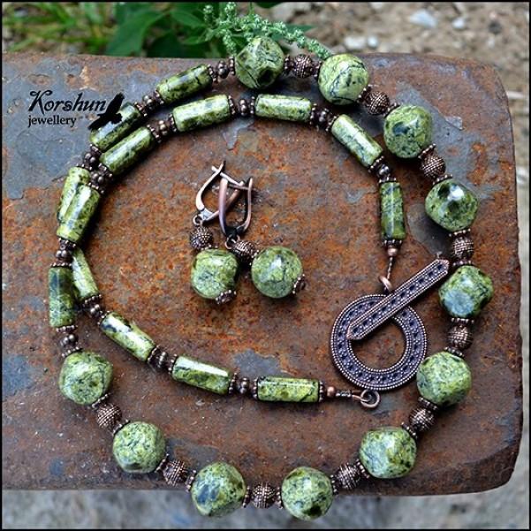 Комплект Хозяйка леса, изготовлен из: Змеевик, Медь,