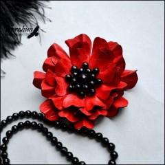 Брошь Красный цветок